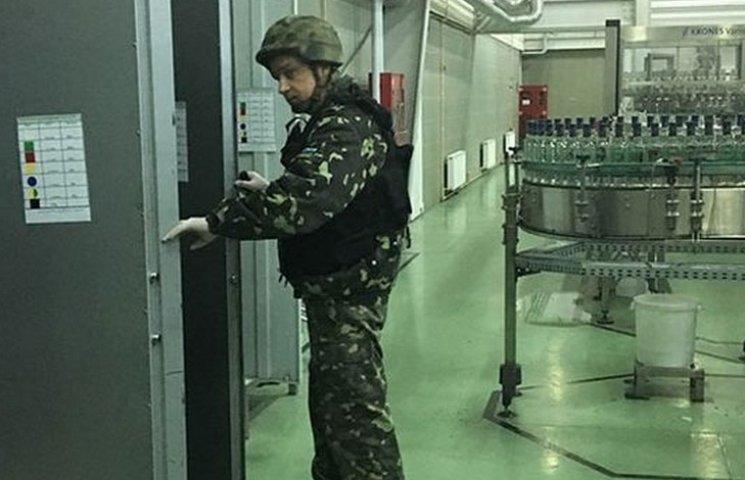 """Бомба на заводі """"Nemiroff"""" виявилася невдалим жартом"""