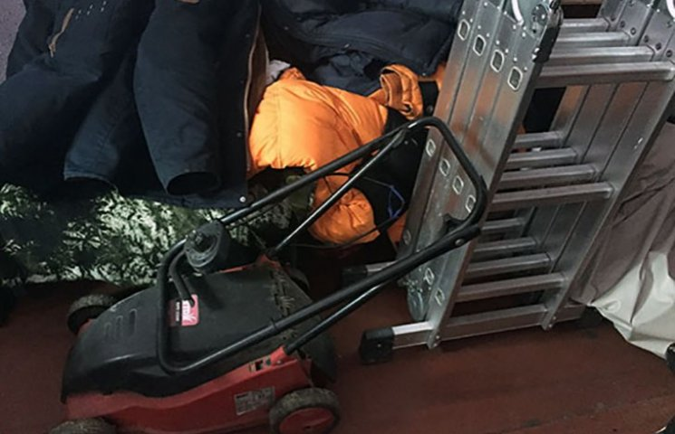 На Харківщині затримані злодії, які обікрали десять будинків