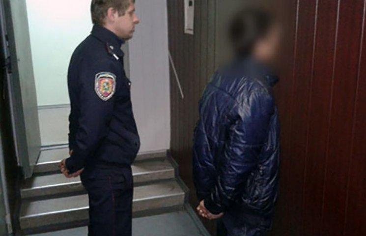 Мешканців Харківщині ошукував луганчанин, який перебуває за гратами
