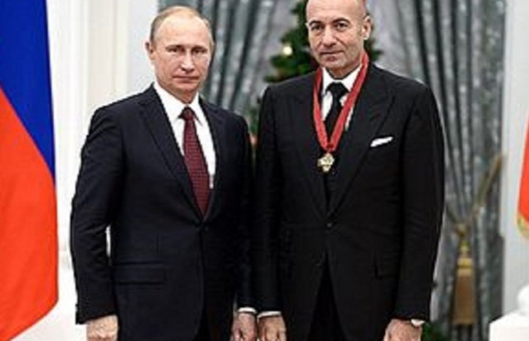 Канал Ахметова, который час показывал российскую звезду, возмутил сеть