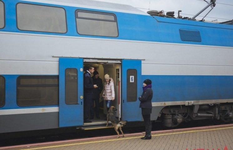 Винничане прогулялись по вагонам двухэтажного поезда