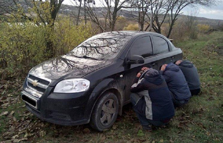Впродовж доби хмельницькі поліціянти затримали крадіїв автівки