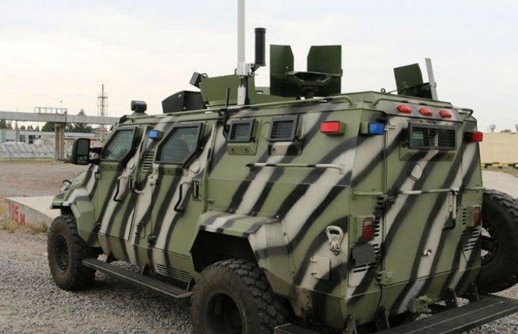 Гройсман показал первый украинский беспилотный броневик