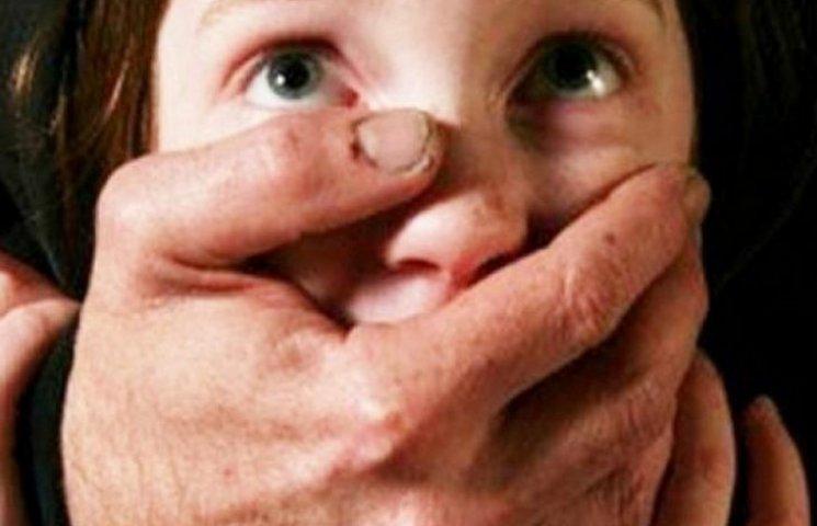 На Хмельниччині нелюд ледь не згвалтував 7-річну дитину