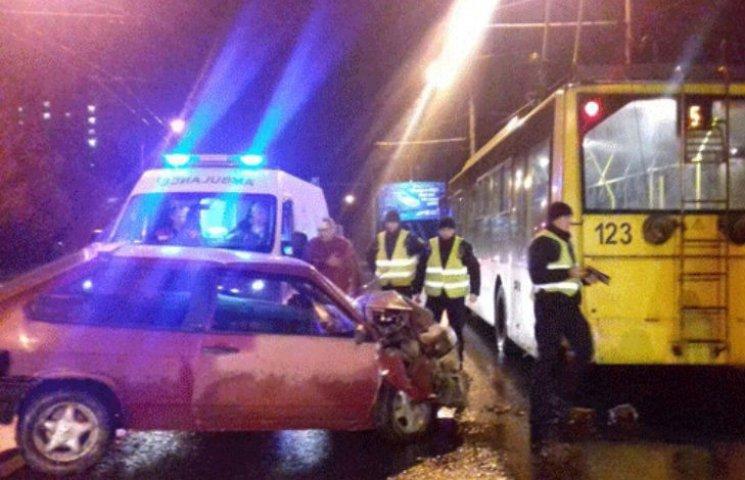 В Полтаве пьяный водитель врезался в троллейбус