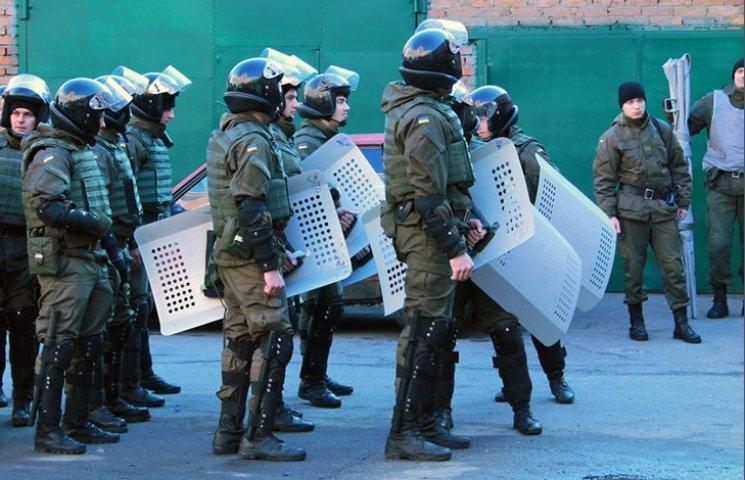 Харківські нацгвардійці вчилися вгамовувати масовий бунт у суді
