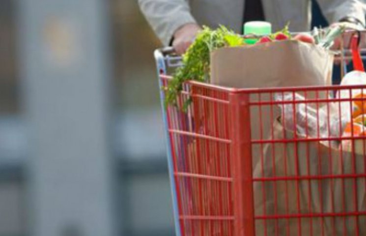 Купальник, сіль і лавровий лист: українцям збільшили споживчий кошик (ТАБЛИЦЯ)