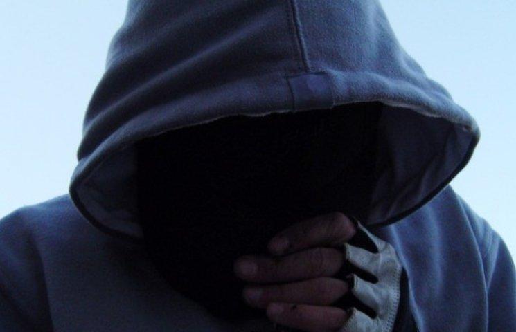 """У Миколаєві злодій заховався у """"потаємному ході"""" в """"Ковбасі"""""""