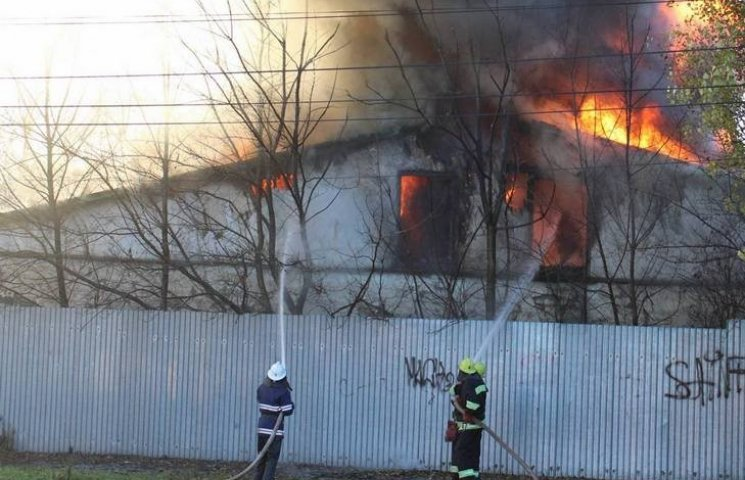 Масштабну пожежу в Кам