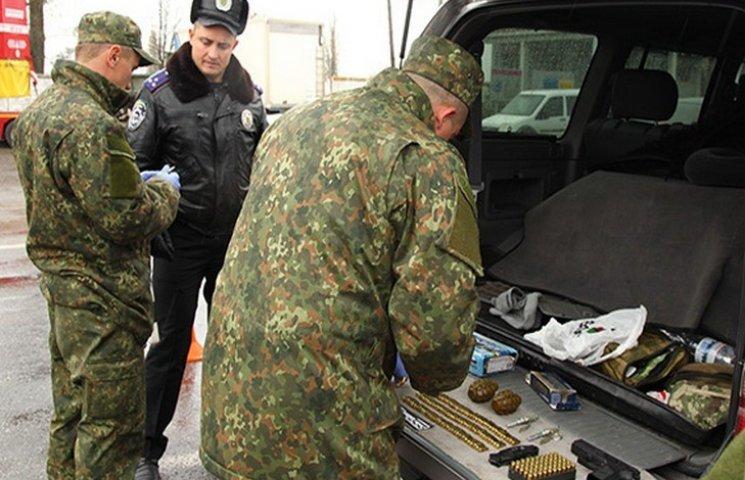 На Хмельниччині поліція затримала озброєних іноземців (ФОТО, ВІДЕО)