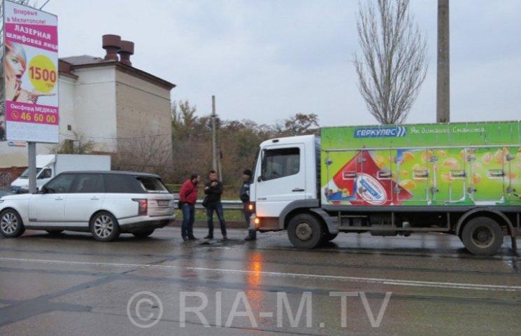 У Мелітополі вантажівка протаранила дорогу іномарку