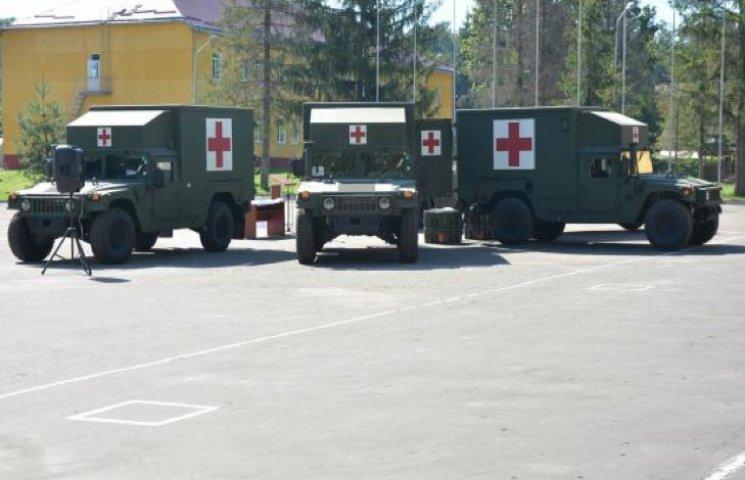 США передаст Украине медицинские автомобили