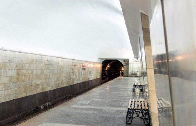 У харківському метро на рейки впала людина