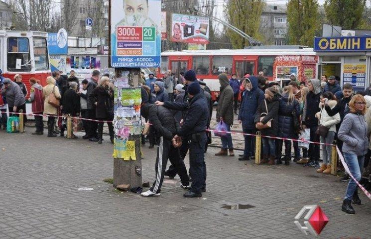 В Николаеве двое подозреваемых в разбое выдернули чеку из боевой гранаты возле рынка, - СМИ