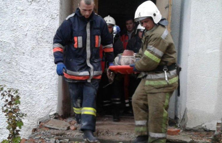 В Полтаве двое строителей пострадали в результате обрушения бетонной плиты