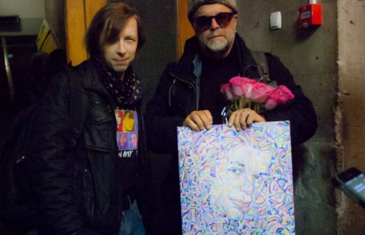 Борису Гребенщикову в Кременчуге подарили его метафизический портрет