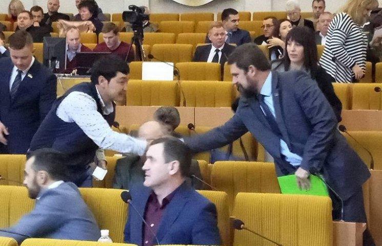 Сесія Миколаївської облради розпочалася з проблеми з голосуванням (ТРАНСЛЯЦІЯ)