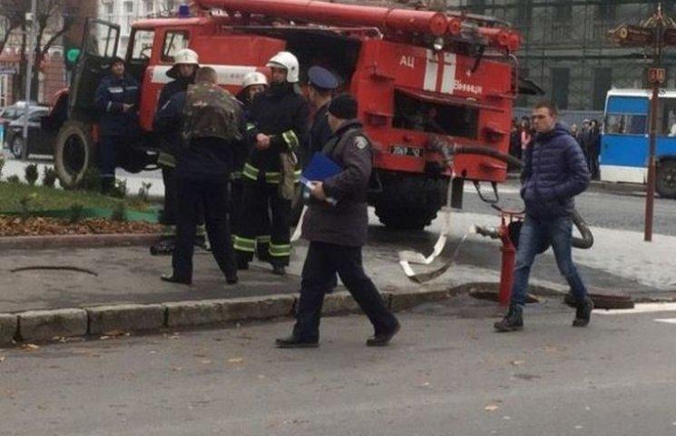 У Вінниці перекрили рух по центральній вулиці через повідомлення про замінування