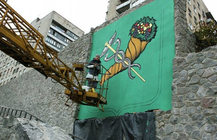 Студентка прикрасила місто муралом з гербом Харкова