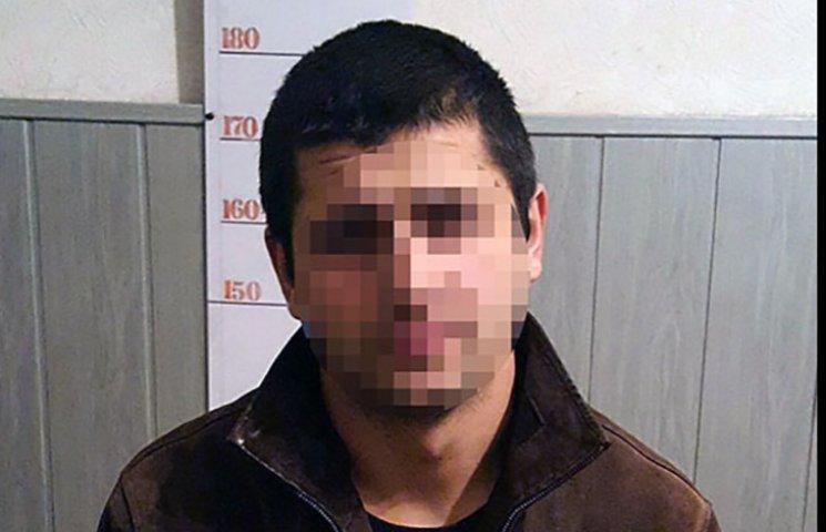 Поліцейські затримали ще двох домушників, які обікрали квартиру у Харкові