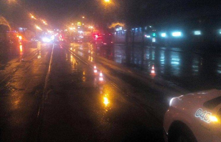 У Харкові автомобіль збив двох пішоходів та зник з місця ДТП