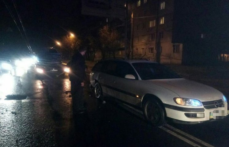 """У Харкові автомобіль Alfa Romeo """"наздогнав"""" Opel"""