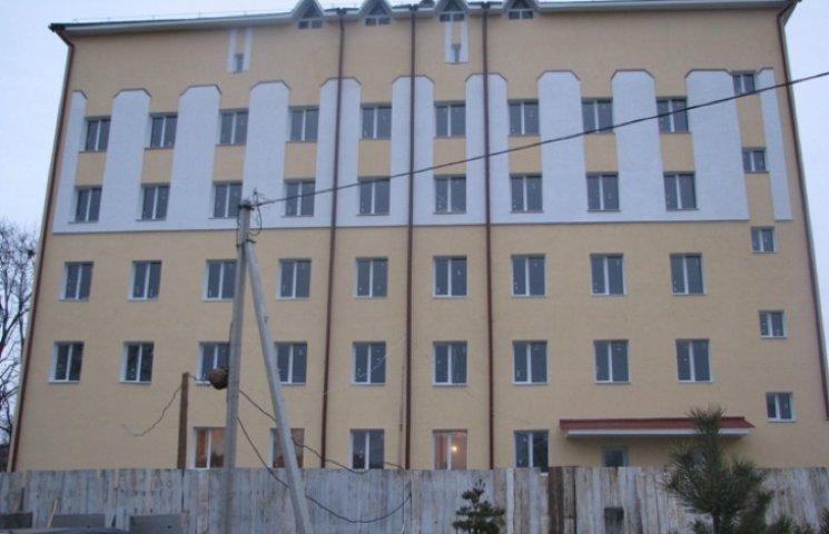 У Городку активно будують корпус лікарні