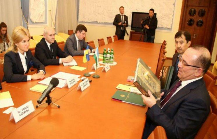 Посол Узбекистану пропонує відновити залізничне сполучення Ташкент - Харків