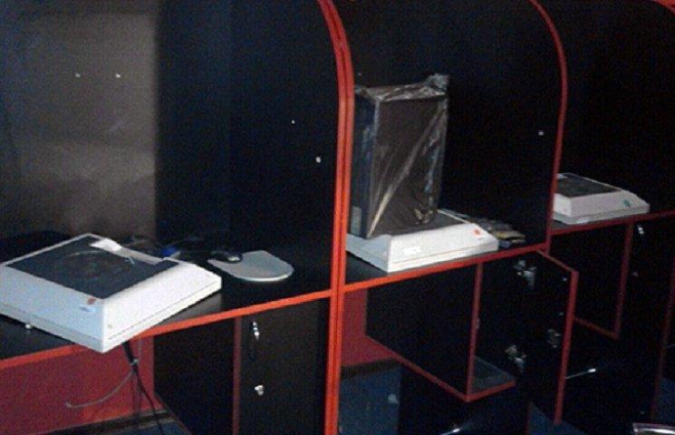 На Хмельниччині виявили гральний заклад, замаскований під комп