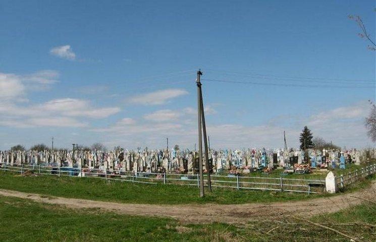В винницком селе возле кладбища мотоблок переехал своего хозяина