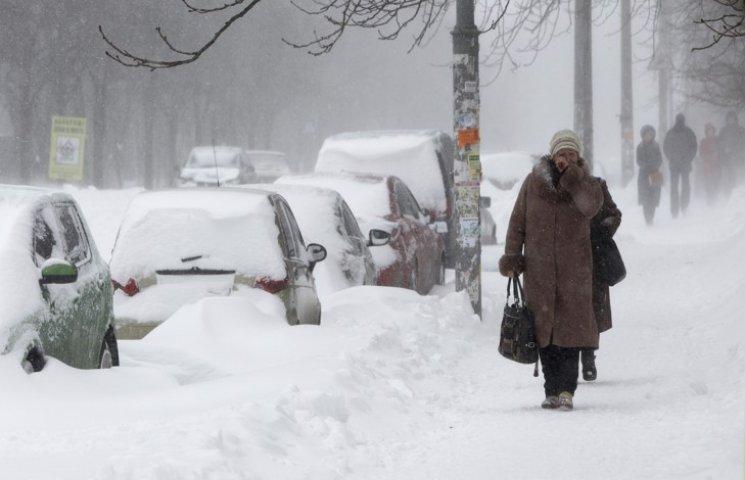 Неділю у Хмельницькому обіцяють сніжну та вітряну