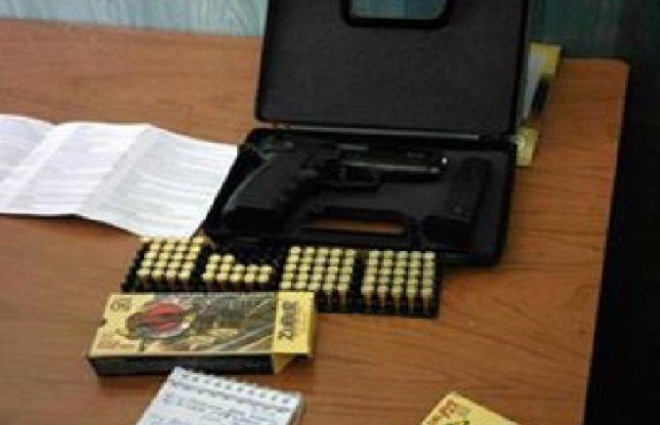 У демобілізованого на Хмельницькому вокзалі знайшли пістолет