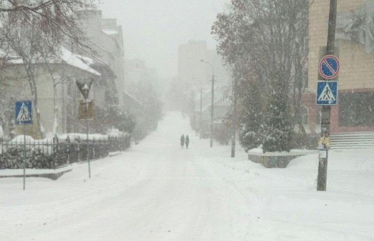Рівне засипало снігом (ФОТО)