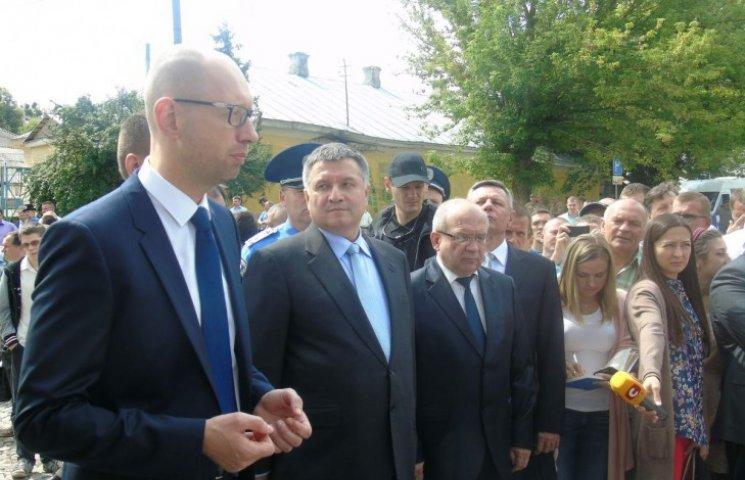 Почему Яценюк должен заявить об отставке Авакова