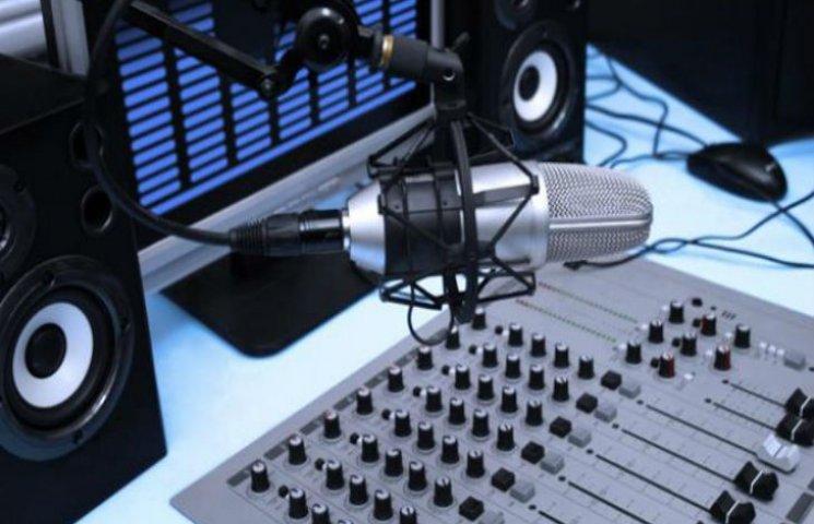 Як радіостанції на периферії мінятимуть формат мовлення