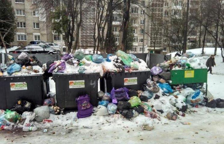 Садовому не вдалося сховати сміття під с…