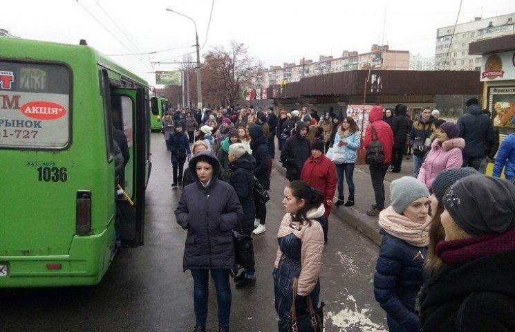 На Салтівці зупинилися тролейбуси
