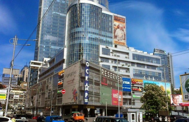 """ТРЦ, який нібито належить власнику банку """"Михайлівський"""", не закриватимуть через арешт"""