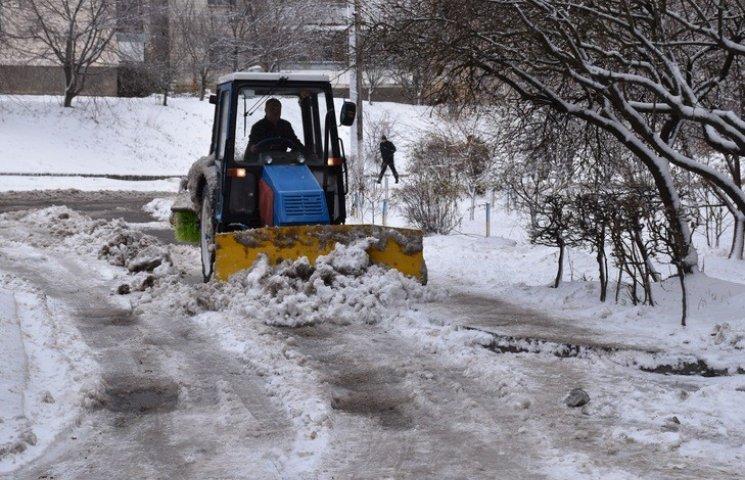 От первого снега Винницу спасали 55 тракторов и 800 человек