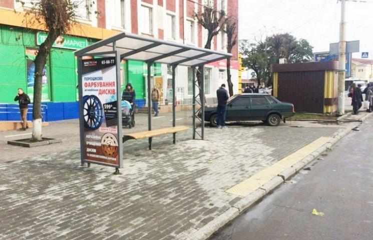 У Вінниці стало на три впорядковані зупинки громадського транспорту більше