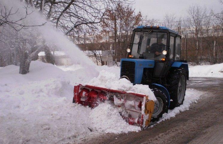 На винницкие дороги за сутки высыпали более 900 тонн соли
