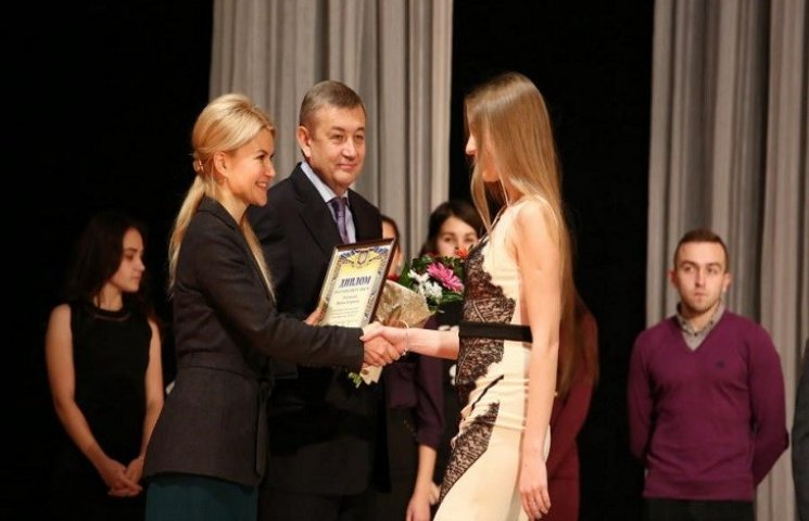 На Харківщині обласні стипендії призначені 39 обдарованим студентам, - Світлична