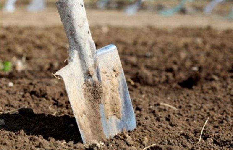 Під Харковом чоловік жорстоко вбив знайомого лопатою