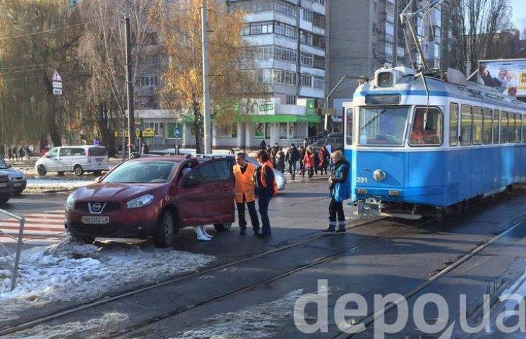 На Вишеньці через ДТП стоять трамваї