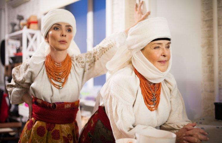 Ада Роговцева снялась в старинной украинской одежде