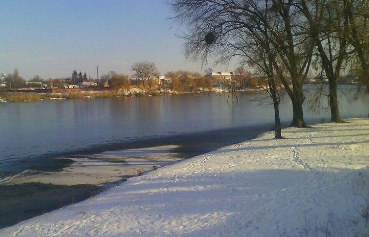 У Хмільнику двоє рибалок хотіли випробувати лід на міцність