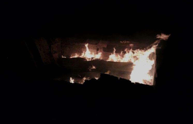 У Мелітополі на лісопилці сталася масштабна пожежа