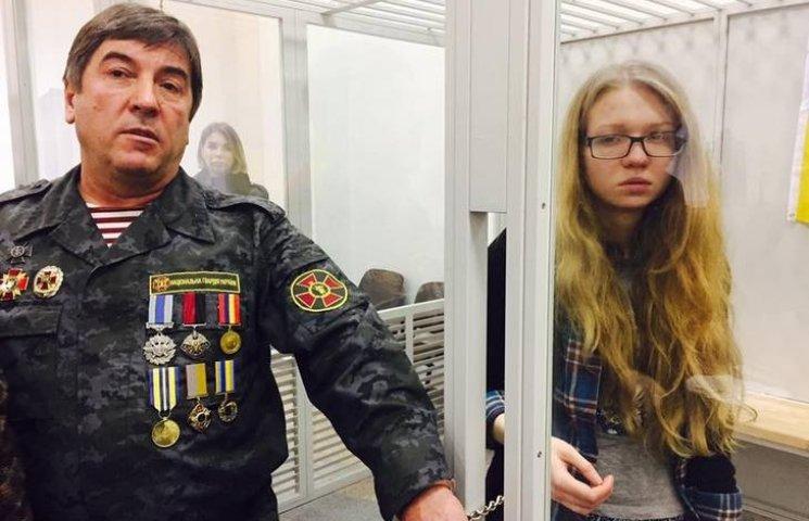 """Нардеп Тимошенко приковал себя наручниками к """"винницкой мстительнице"""" Заверухе"""
