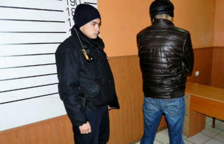 У Полтаві чоловік обікрав квартиру знайомих: здобич вивозив на вантажному таксі