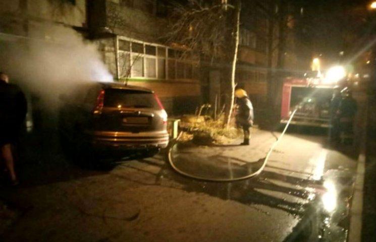 В Полтаве сгорел внедорожник Хонда